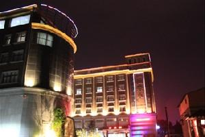 鲁山一江春水温泉商务酒店