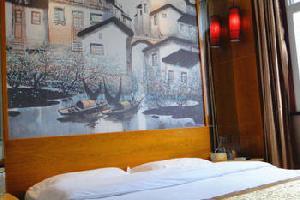 信阳春江艺术酒店